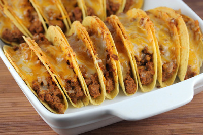 dontkillthedream:  Baked Tacos(via Blog Chef)  SAM!!!!!  Cheat meal this weekend??  :)