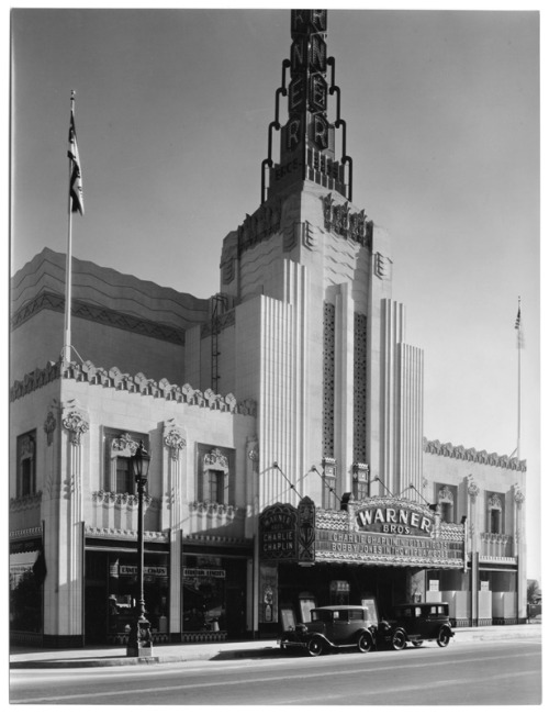 Lost movie palace. losangelespast:  The Warner Brothers Theater on Wilshire Boulevard in Beverly Hills, 1931. Demolished in 1988.