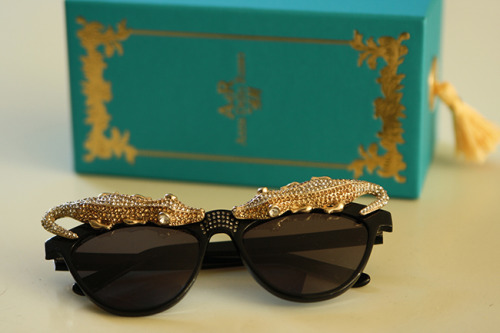 what-do-i-wear:  Anna Dello Russo for H&M sunglasses (image: fashionzen)