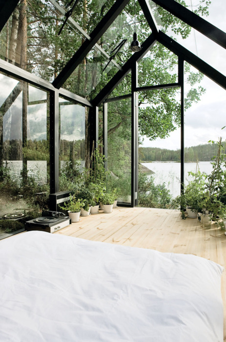 vegan-grindhag:  homedesigning:  Wild Bedroom  Woah
