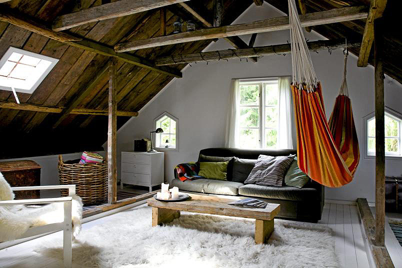 Cozy, boho space in an attic…love this! Image: Lambert Le Blog