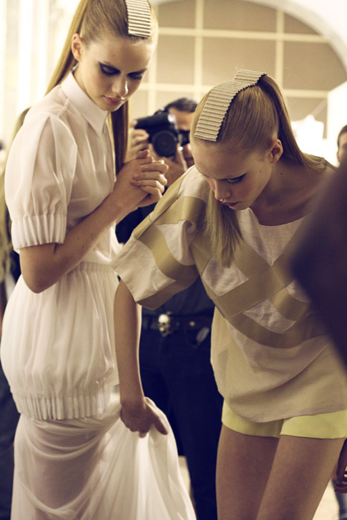 Lien Vieira and Margarita Pugovka at MODA LISBOA Pulse :: backstage picture