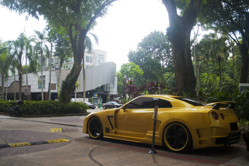 Bumble Bee? Wide Body Nissan GTR by SonicFiringZ