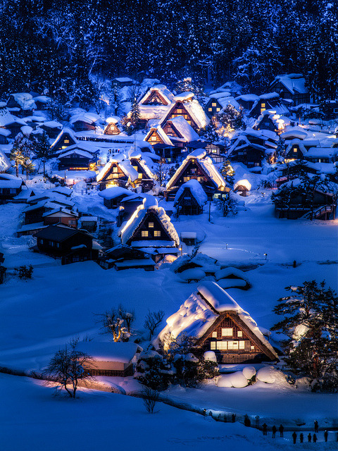 visitheworld:  Winter night in Gokayama, a Unesco World Heritage Site in Toyama Prefecture, Japan (by arcreyes).