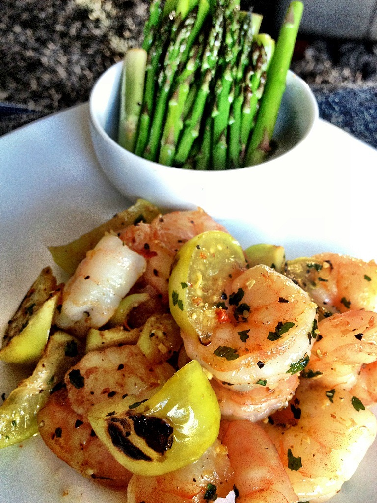 fitmencook:  Grilled Lemon Pepper Shrimp & Tomatillo with asparagus Recipe: Season shrimp with Mrs . Dash Lemon Pepper, cumin & cilantro and grill in 1 tsp coconut oil.   Approx macros: 33g protein, 8g carbs, 7g fat (from coconut oil)