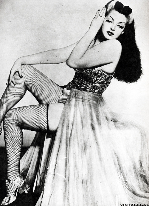 vintagegal:   Burlesque dancer, Zorita c. 1940's