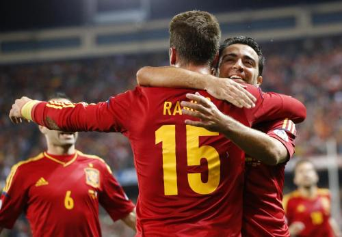 crazy8iniesta:  Sergio Ramos y Xavi HernaneZ  ll Spain vs France