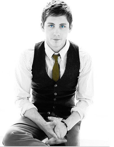 logan-lerman-is-infinite:  (x)