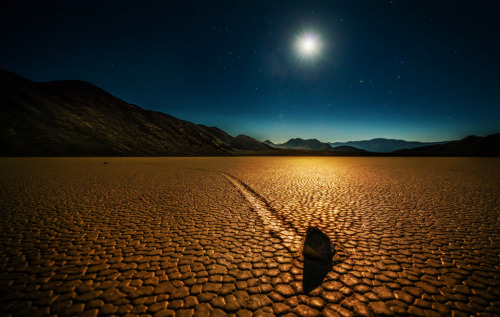 adrifts:  Trey Ratcliff The sailing stones are a geological phenomenon found in the Racetrack. The stones slowly move across the surface of the playa, leaving a track as they go, without human or animal intervention. They have never been seen or filmed in motion. Racetrack stones only move once every two or three years and most tracks last for three or four years.
