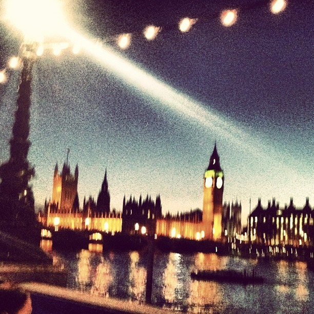 Instagram: turning blurry photos instagood #london  (Taken with Instagram at County Hall)