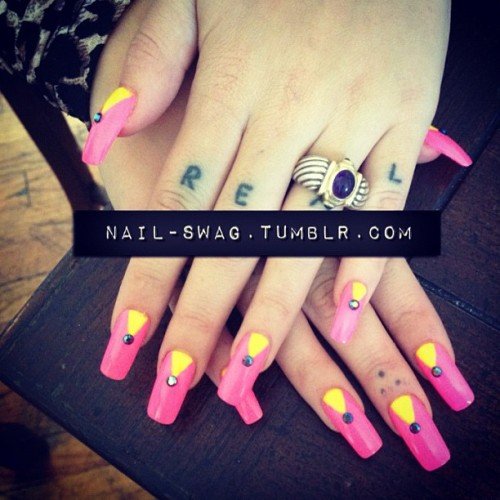 nail-swag:  THE MALIBOO BARBEE NAIL on @brookecandy! #nailswag #nails #nailart #nailartclub #swag #LA  (Taken with Instagram)