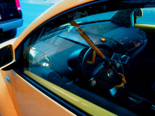 This guy's so cool he color-coordinated his Bug w/ his Club. —Chelsea