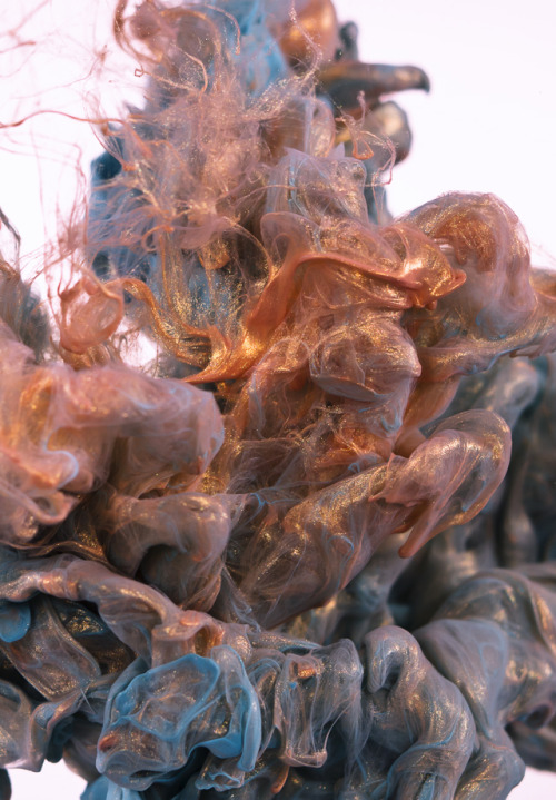 gaksdesigns:  Metallic Ink Cloud by Photographer Albert Seveso. via