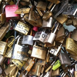 youthblush:  Love bridge in paris