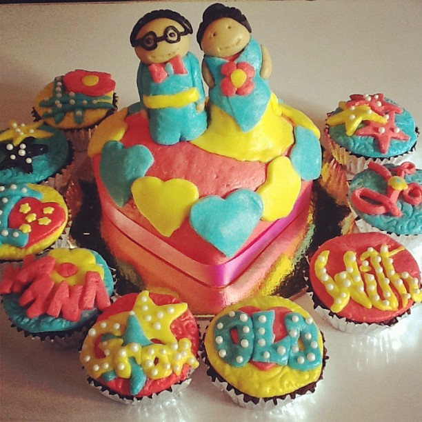 I wanna grow old with you - Hiccups Cuppcakes #fondant #cake #bake (Taken with Instagram)
