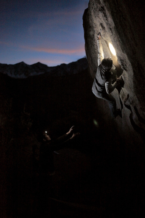 "ruelontherocks:  Seven Spanish Angels (V6)""The Buttermilks"" at Bishop, CASun's out, Guns out?Sundown, Goose Down!  I've recently entered this photo in a 24hr contest on iloooveclimbing's website.  Please help me win by taking a few seconds to visit the link below and vote for my photo!http://climbing.ilooove.it/la-sportiva/user/22589"