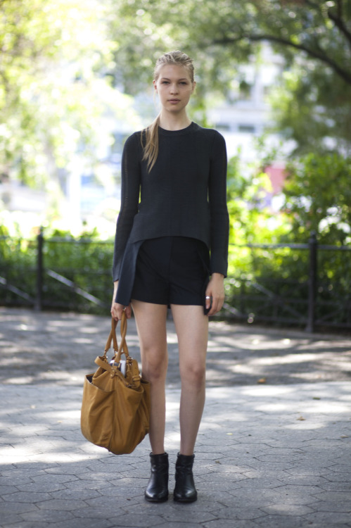 Amanda Nimmo (@DNAModels) on Union Square in a Theysken's Theory top, 3.1 Philip Lim shorts, Chloe boots, and Vanessa Bruno bag. Gorgeous girl, love the blacks. Chic!