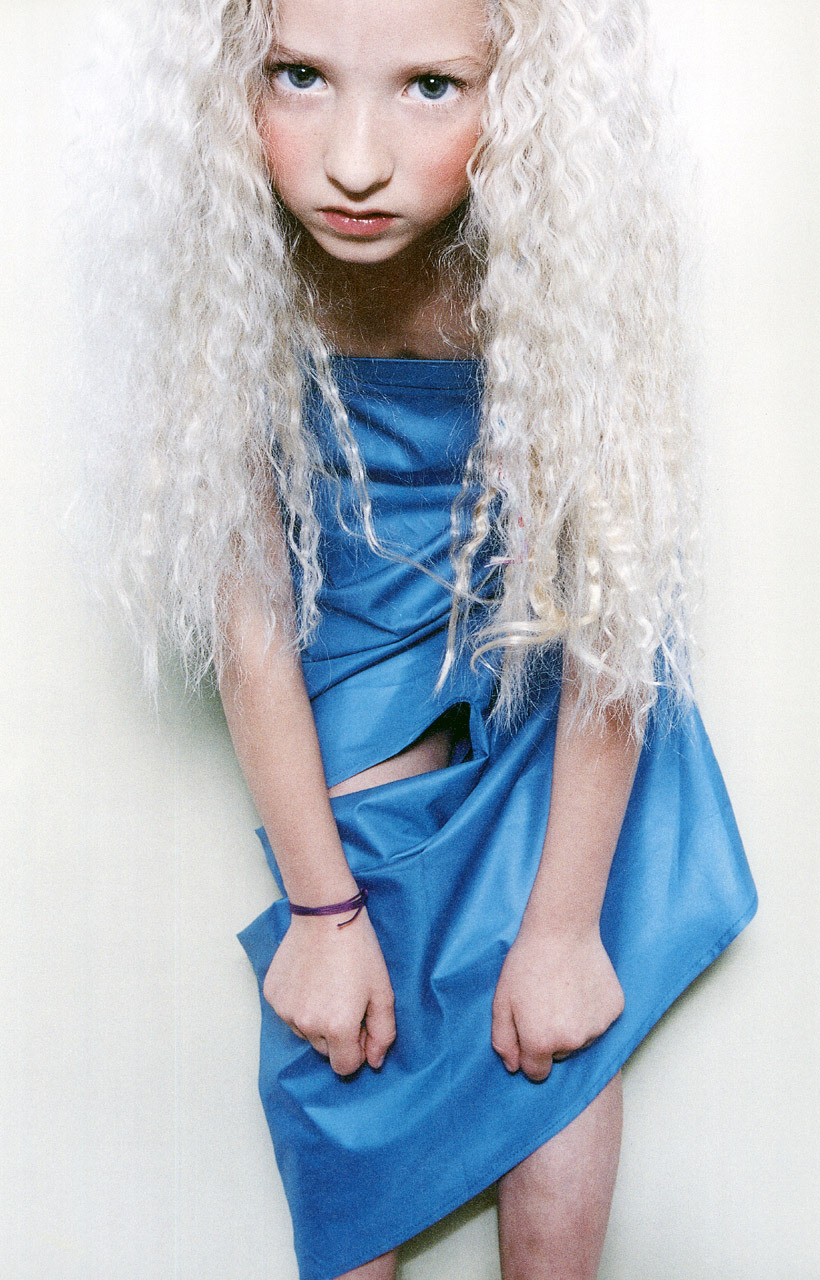 Alicia wears skirt by Alexander McQueen. Kinder, The Face, August 1997photography bettina komenda stylist sabina schreder make-up and hair dalila kummer  Fashion Images de Mode Nº3 (1998)