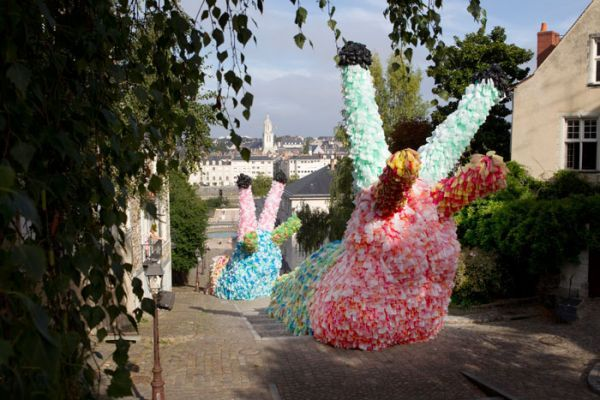 Slow Slugs - made out of 40,000 plastic bags that move in the wind. (via Florentijn Hofman)