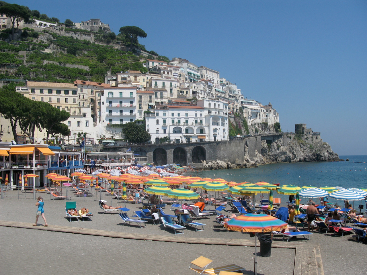 mediterraneancliff:  Private hotel beach on Italy's amalfi coast