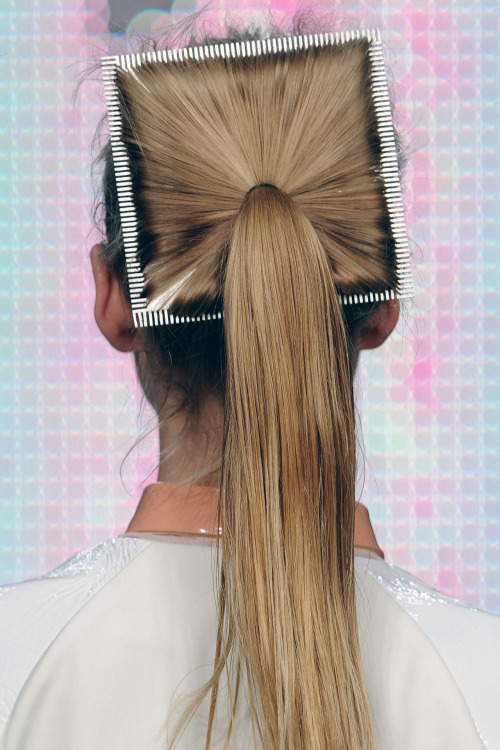 Did you see the square hairbands / combs at Antipodium for SS13? This is an incredible shot!