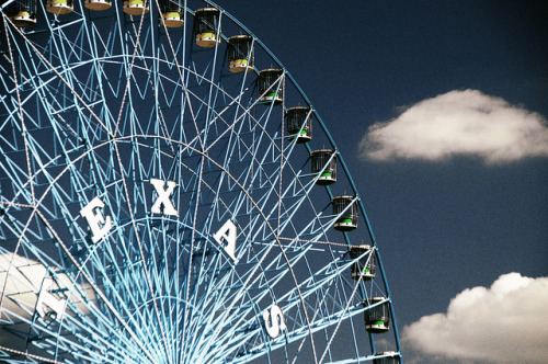 dfwphoto:  Texas Star Ferris Wheel Dallas State Fair Blue Sky Clouds South DSC_1873 on Flickr.