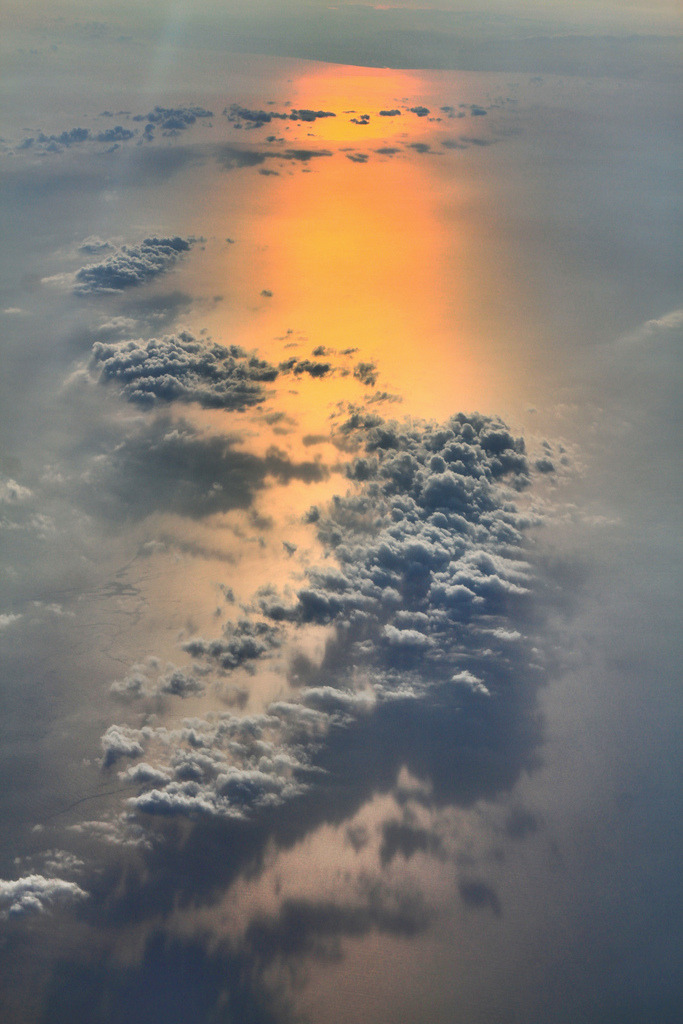 simplynorule:  Sunrise from 28,000 feet in the air (by Monique Tendencia)
