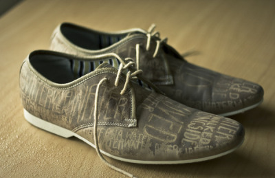 typeworship:  Shoes for the rain What a beautiful idea. Kiwi, Scottt Wilson created these shoes, to express his passion for walking in the lashing rain. The words only show up when the shoes are drenched.   This piece was created to express my love of walking in the rain. But I don't just mean any rain. I mean rain rain. When it's so damn heavy that you have to walk all hunched over with your hood on, and all you can see are your feet walking along the pavement, watching as your shoes get wetter an wetter until they are soaked through. I find it somewhat cleansing. The words 'Water is walked alongside, and loved' were taken from the poem Lyric by New Zealand poet Dinah Hawken, and as you may have noticed, they only appear when the shoes get wet. Preferably by rain.   typostrate: Type on shoes presents the work of Scott Wilson When it rains
