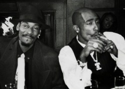 christmas-in-compton:  Pac and snoop got class
