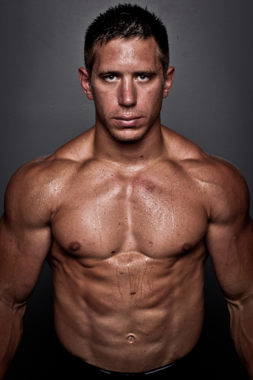 newfitnessnewme:  NewFitnessNewMe.Tumblr Dan Bailey. CrossFit Games 2012  Faith n fitness hero