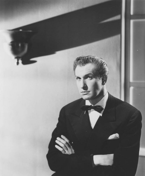 ricksginjoint:  Vincent Price - photographed for Laura, directed by Otto Preminger (1944)