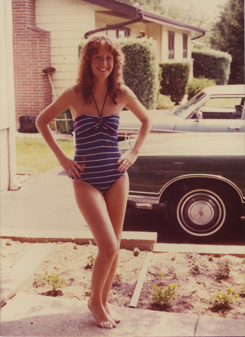 fear-like-a-habit:  my mom in the eighties!