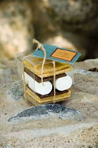 tyingknots:  These smores wedding favors are perfect for a fall wedding!