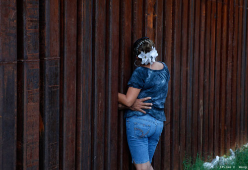 fuckyeahmexico:     A woman, who declined to give her name, is hugged by her husband as they chat between the border fence separating Nogales, Ariz., and Nogales, Sonora, Mexico, Wednesday, July 28, 2010.     Una mujer, que se negó a dar su nombre, es abrazada por su esposo mientras conversan entre la valla fronteriza que separa Nogales, Arizona y Nogales, Sonora, México, Miércoles, 28 de julio 2010.