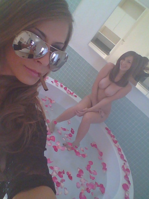 sexylittlethings:  madisonivy420:  Blunt in mouth, Naked girl I'm about to destroy in this Bath Tub! #WetPussyWednesdays  OMG.  Coolest, hottest picture EVER!  <333
