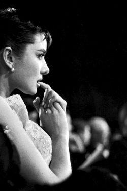 pretty-young-style:  terrysmalloy:   Audrey Hepburn awaiting results for the 'Best Actress' category at the 1954 Academy Awards.   .