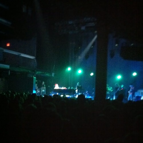 You might not believe me, but that blur on the piano is Fiona Apple. And she's amazing live - I just couldn't see anything.