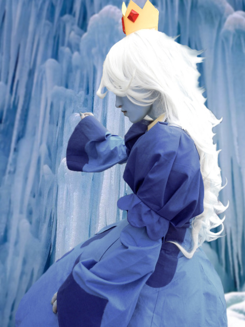 nintendofangirl:  Quick Ice Queen edit. Original photo: Otakon 2012.