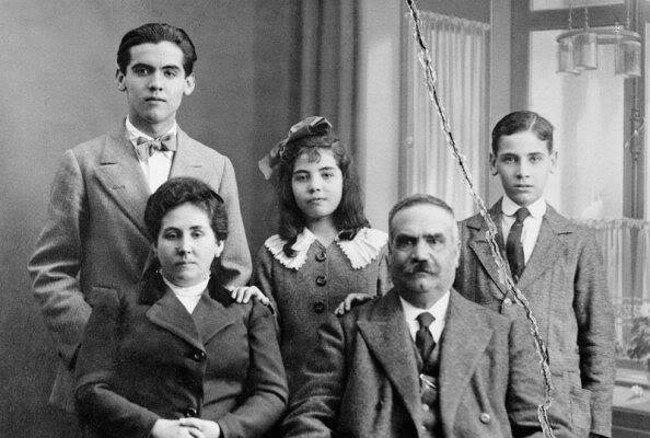 inthegreenmorning:  The García Lorca family, minus Isabel. 1914.