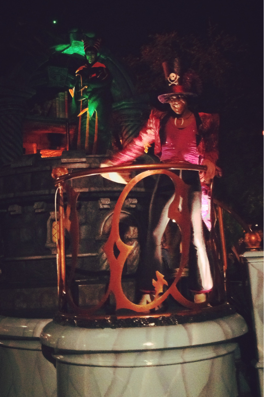 • one of the floats from the WDW Boo to You halloween parade • this guy. I am not ashamed to admit that this guy creeped me out entirely, he was such a good Dr. Facilier! • when everyone lined up to get pics after the parade with him, I had an opportunity to do so as well.  He turned and smiled that creepyass smile at ME and I actually got nervous and bailed!!