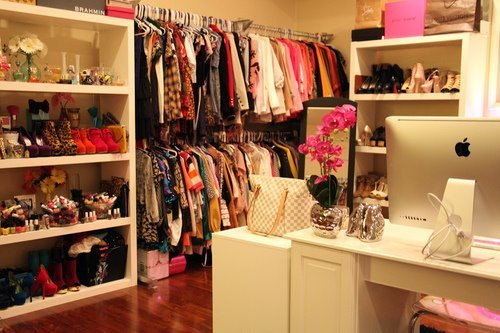 this closet is soo adorable :D