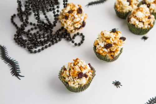 veganrecipecollection:  (via Vegan Caramel Popcorn Ant Hills — Healthful Pursuit)