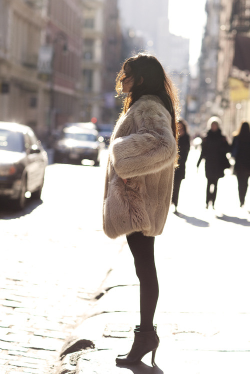 Boots,Brunette,Coat,Fashion,Fur,Fur coat,Girl,Style,Woman,Sartorialist,