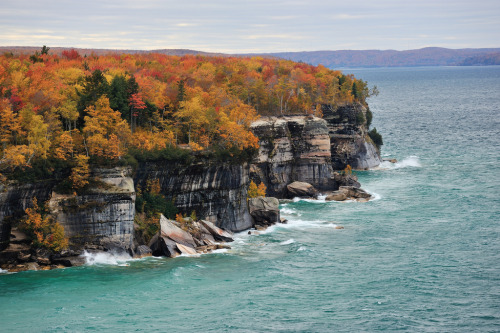 theshapeofahand:  Autumn at Pictured Rocks National Lakeshore (by Michigan Nut)