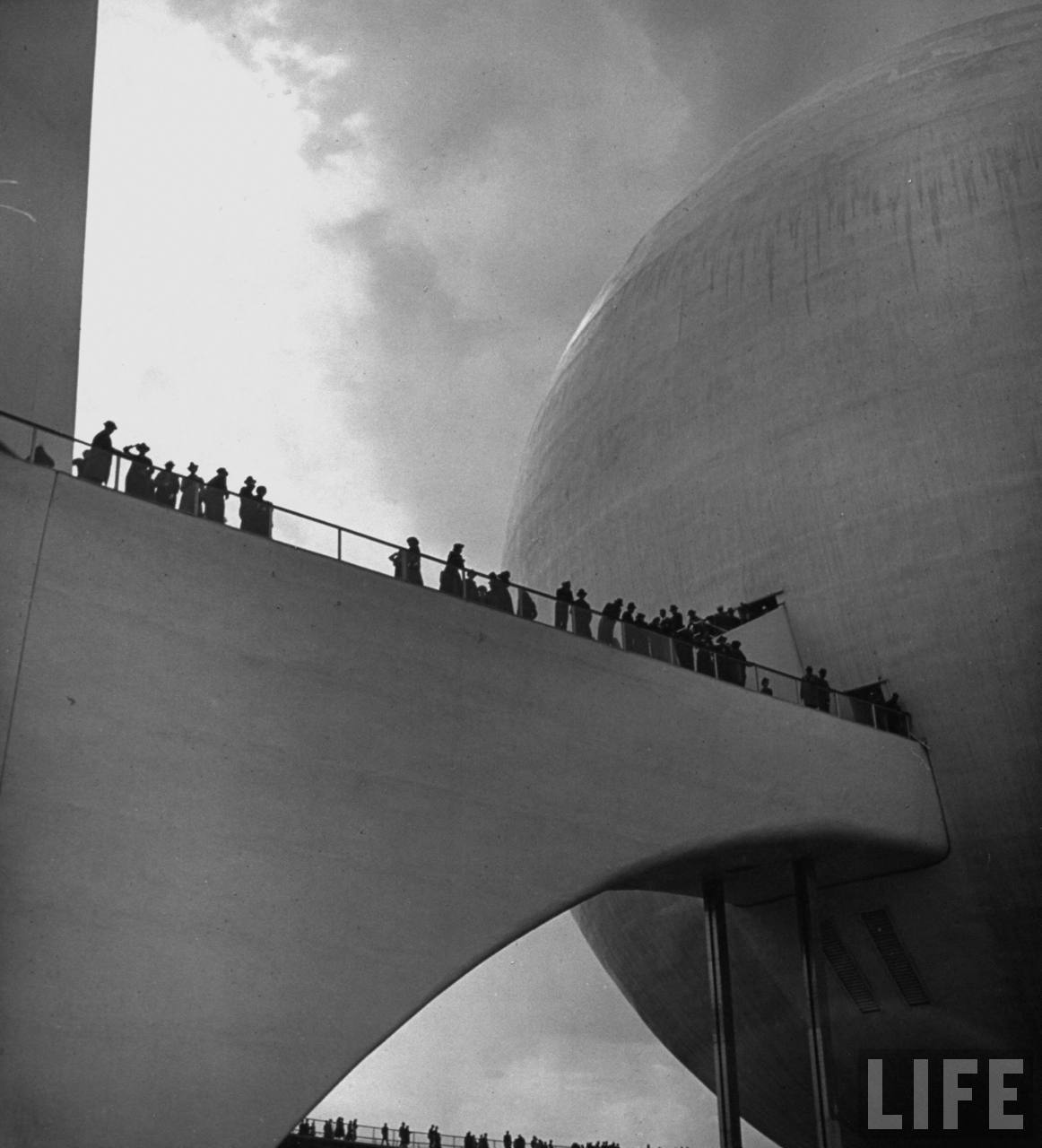 "Visitors at the 1939 World's Fair in Queens visit ""the City of Tomorrow"". Photograph by David E. Scherman for LIFE. Via the LIFE image archive at Google. Also, check out the LIFE tumblr for other amazing images from their iconic archive."