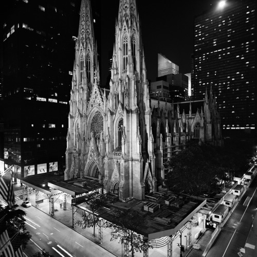 St. Patrick's at Night (by parkluck)