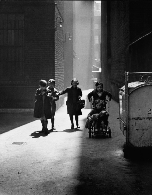 Wolf Suschitzky, Tenements London, 1936