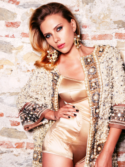 lostinscarlett:  Scarlett Johansson in Dolce & Gabbana for Vogue Russia October 2012 issue.