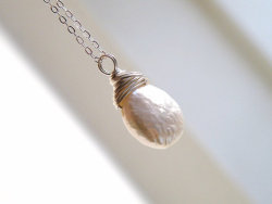 (via Wedding Jewelry Bridal Pearl Pendant Necklace Coin by SomsStudio)