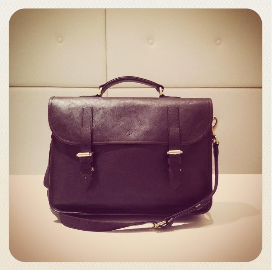 The Elkington leather briefcase by Mulberry is a perennial favourite of ours. BUY it at: http://bit.ly/VeSfXw — or SHOP all briefcases at: http://bit.ly/TwqpyB